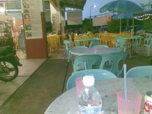 Popular Foodcourt ,Emart matang jaya